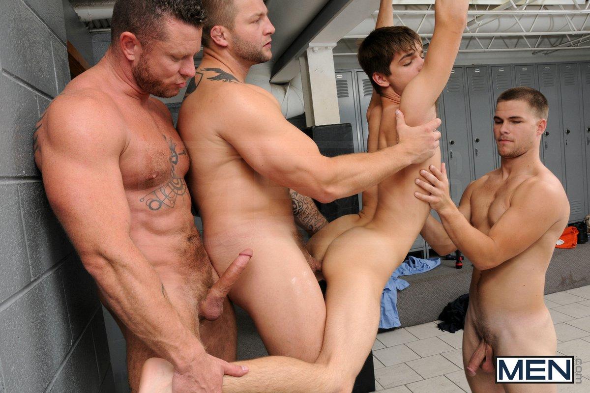 порно зеки трахают парня