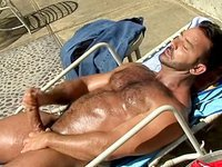 On a hot day, this dude pulls an orgasm out of his hard meat